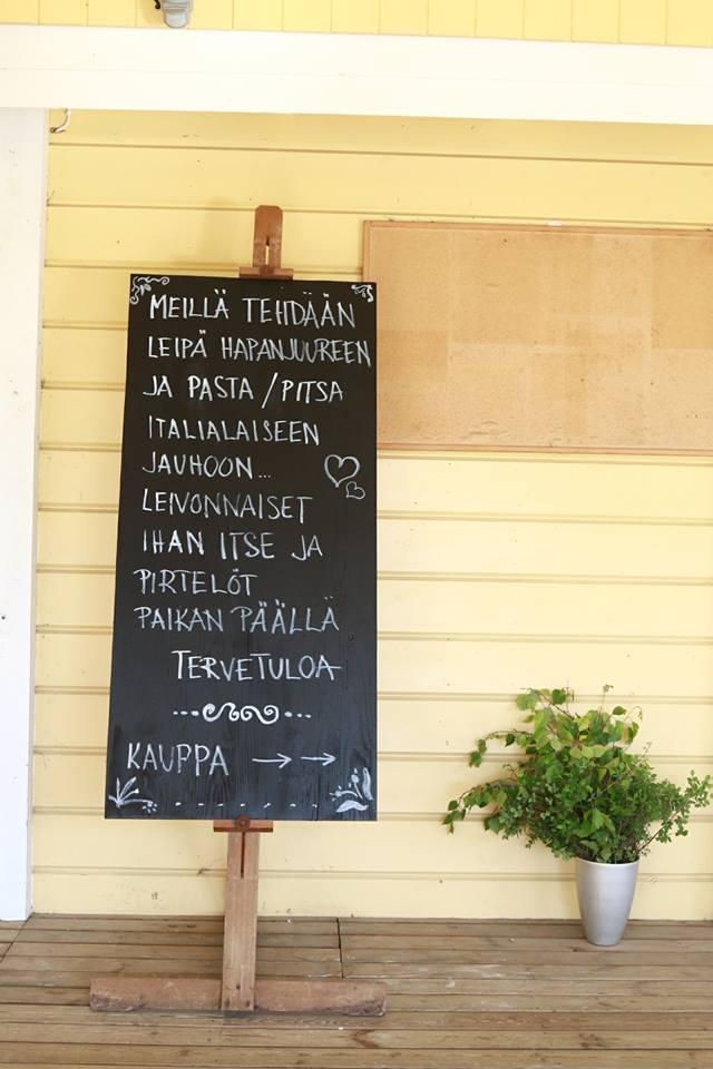 Itsetehdyt herkut ravintolasta ja kaupasta | Spauna, Kustavi. Kuva Yaron Cohen.