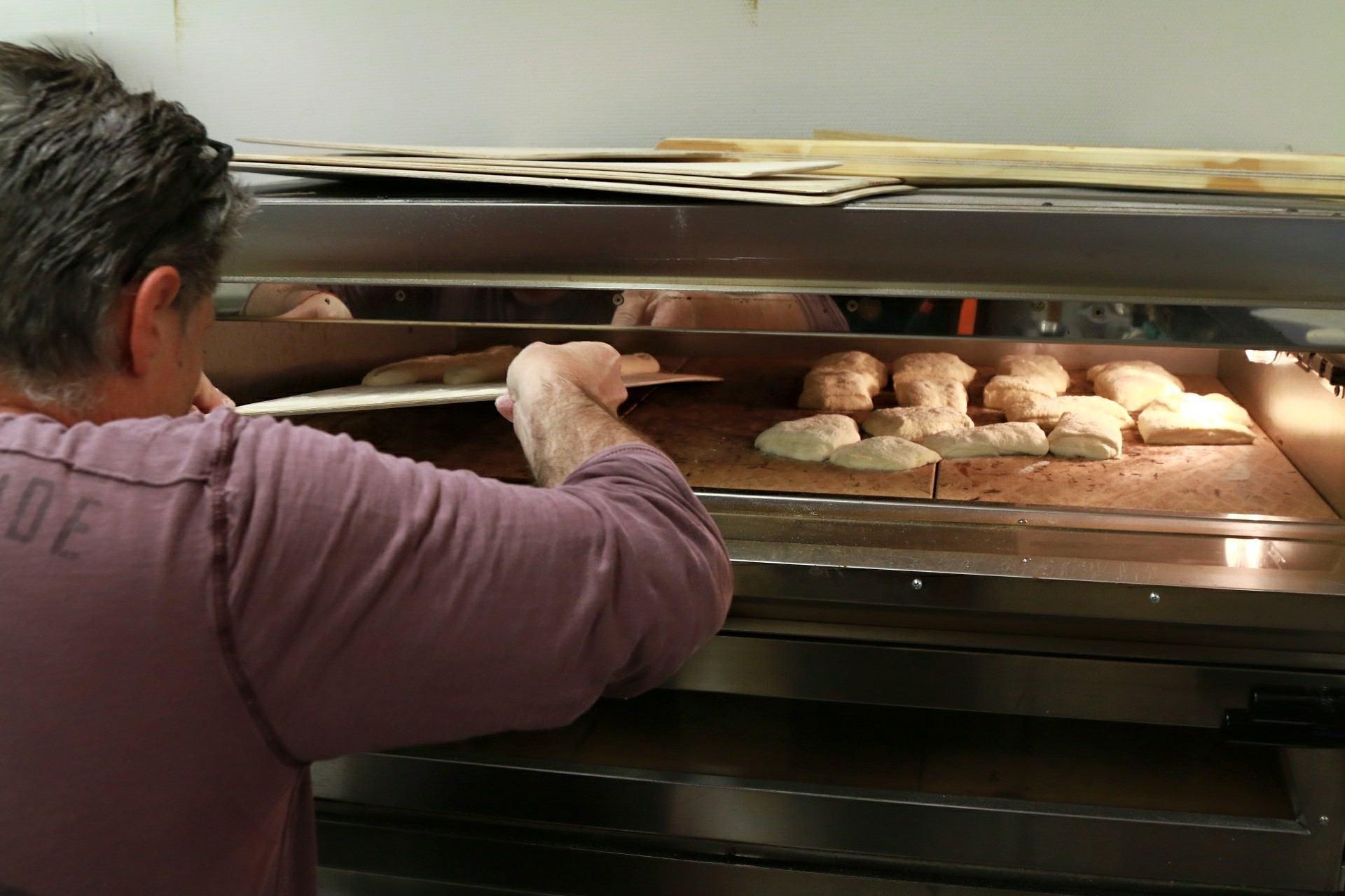 Paistamme leivät ja pizzat omassa uunissamme | Spauna, Kustavi. Kuva Yaron Cohen.