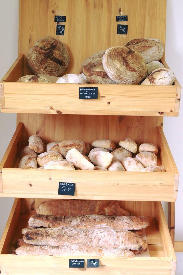 Tuoretta leipää kaupastamme | Spauna, Kustavi. Kuva Yaron Cohen.